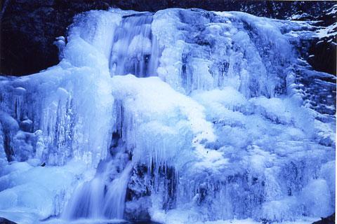 出合いの滝凍結